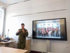 Skolēni tiekas ar kanādas vēstnieku